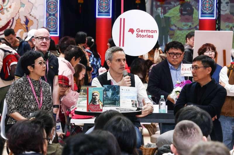 20190214-「第27屆台北國際書展」德國作家施益堅(中)專訪。(蔡親傑攝)