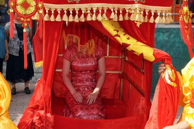 指腹為婚是一種中國傳統的婚姻模式(圖/kanegen @Flickr)