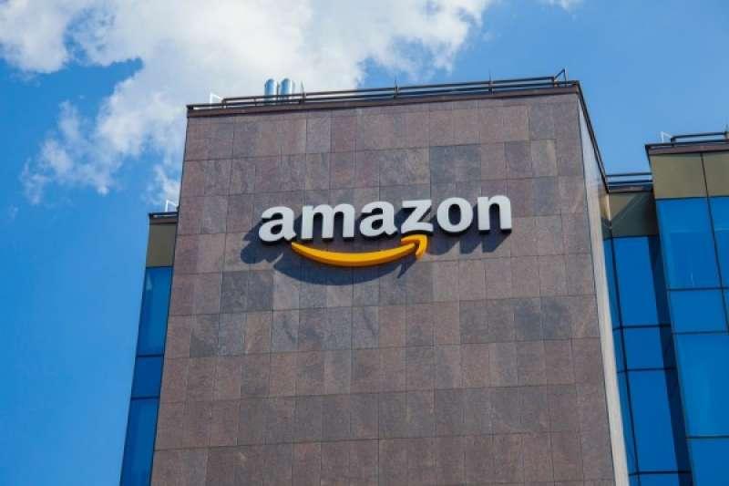 全球最大的線上零售商之一亞馬遜(Amazon),由傑夫貝佐斯(Jeff Bezos)創辦。(圖/Ioan Panaite via shutterstock,數位時代)
