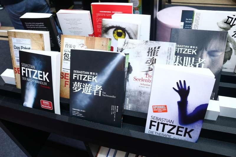 20190215-「第27屆台北國際書展」作家費策克著作。(蔡親傑攝)