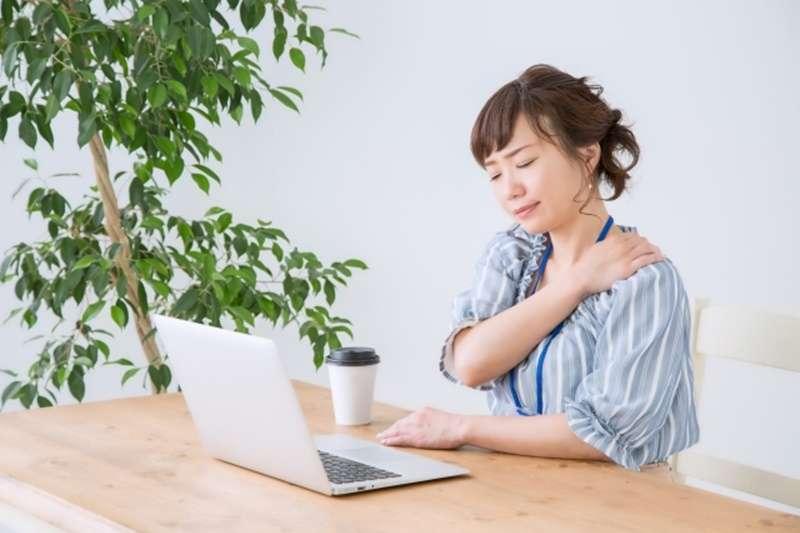 老是肩頸痠痛嗎?日本指壓師傅教你這樣緩解。(示意圖/photoAC)