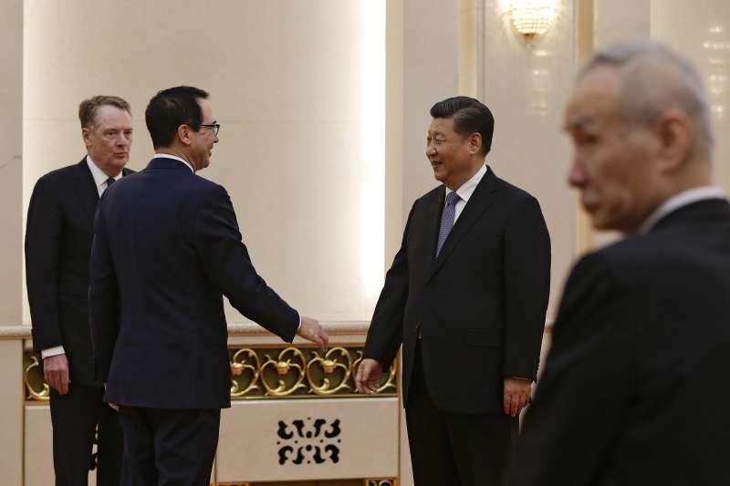 中國國家主席習近平15日下午會見美國貿易代表萊特海澤、美國財政部長馬努欽。(美聯社)