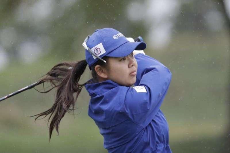 台灣徐薇淩在澳洲公開賽以兩回合134桿低於標準10桿成績先群雌。(美聯社)