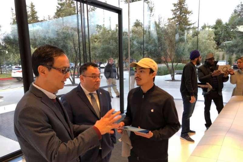 前新北市長朱立倫美國矽谷參訪行程赴Apple Park,為台灣首位受邀政治人物。(取自朱立倫臉書)
