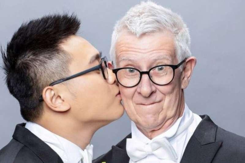 24歲的台灣人趙守泉和75歲的英國人安迪舉行婚禮證明兩人真心相愛,希望藉此取得英國政府的信任。(BBC)