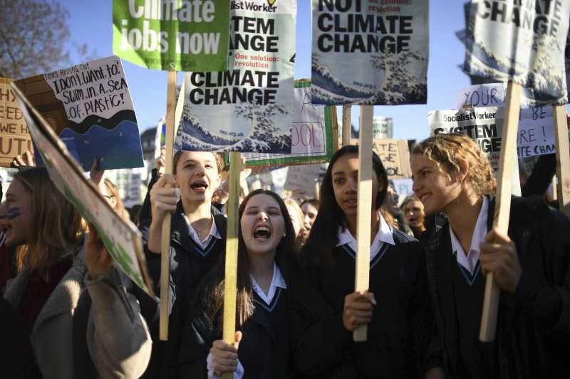 2019年2月15日,歐洲各國青年學子發起罷課遊行,要求政府面對氣候危機(美聯社)