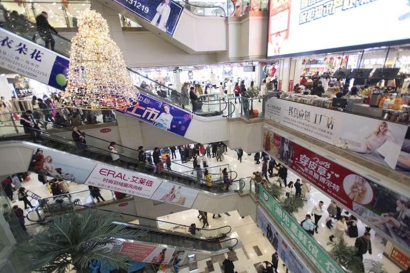 這是1月21日拍攝的漢正街品牌服飾批發廣場內景。(新華社)