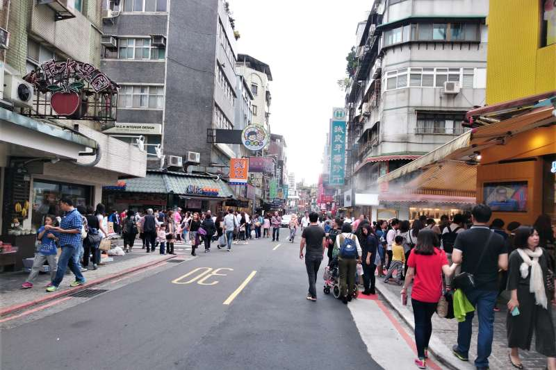 台北市永康商圈是吃美食、逛小店的好去處,而且許多店家晚上9點就打烊、不擾鄰。(圖/David Baron@flickr)