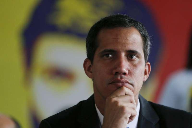 自行宣誓就職委內瑞拉臨時總統的瓜伊多(Juan Guaidó)。(AP)