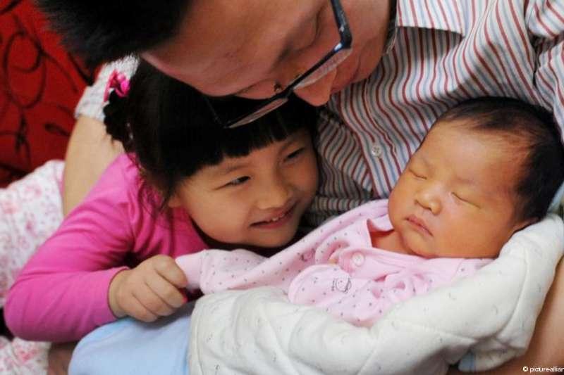 中國就算開放生二胎,可能也難以緩解人口老化的問題: 已經越來越多人不想要生小孩。(德國之聲)