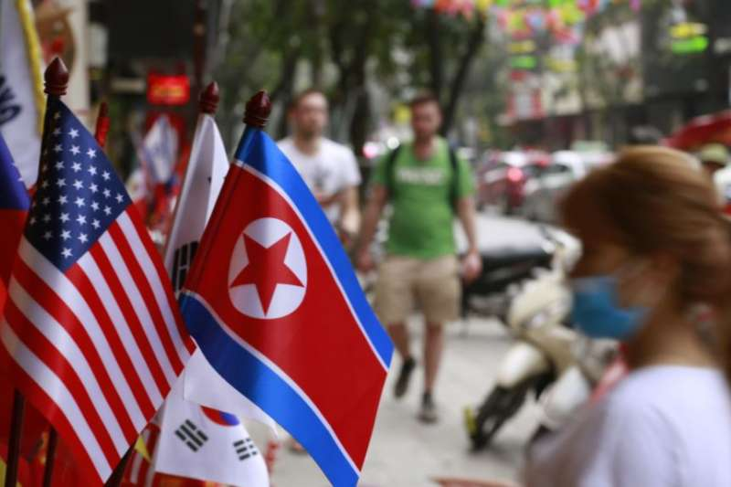 越南河內一間店鋪出售的美朝國旗,2019年1月29日。