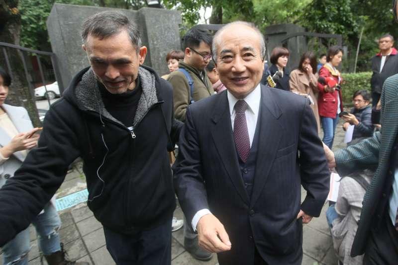 王金平(右)貶抑九二共識的說法,讓不少藍營人士跳腳。(柯承惠攝)