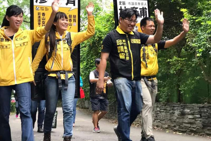 邱顯智(右二)率領的時代力量竹竹苗團隊,在九合一選舉獲得亮眼的成績。(翻攝自邱顯智臉書)