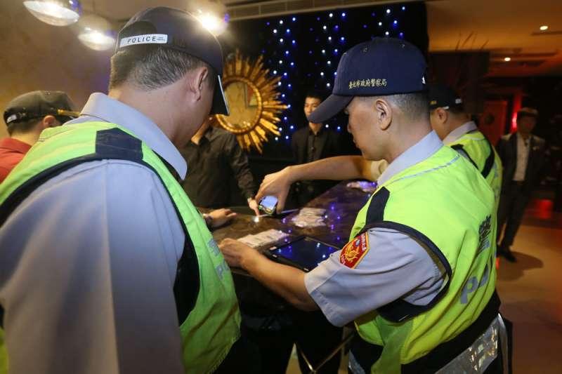 警察長時間執勤,累積下來對身體造成不小傷害。(柯承惠攝)