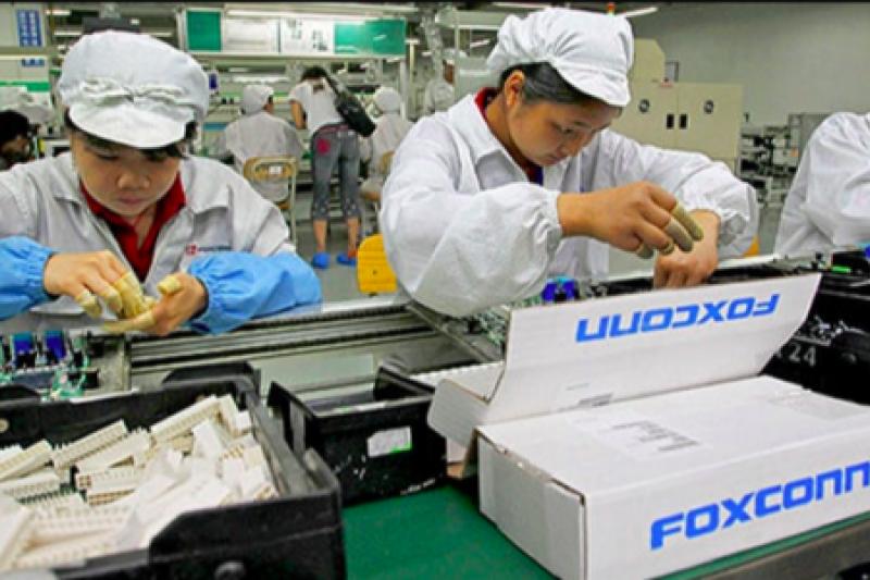富士康的流水線工人,也是華為與眾多競爭企業獲取蘋果商業機密的管道。(圖/取自Flickr)
