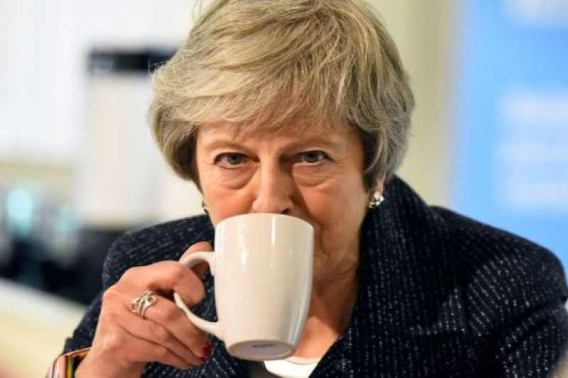英國首相梅伊發現果醬發霉後,把發霉的表層抹掉,繼續吃剩下的果醬。這種吃法安全衛生嗎?