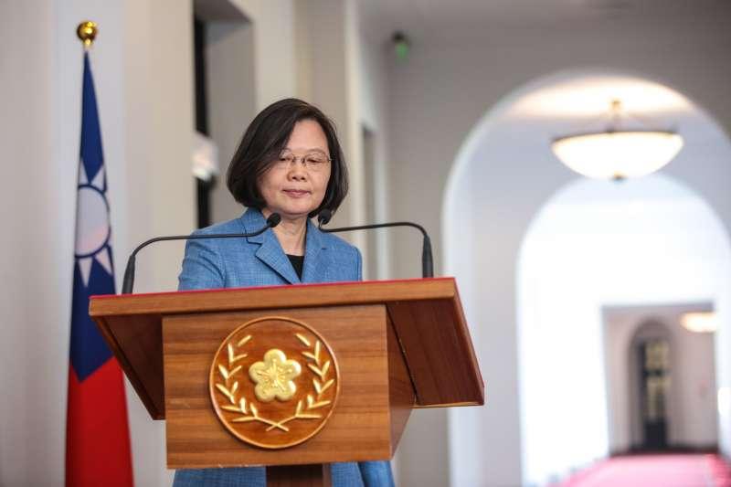 20190220-總統蔡英文20日進行迴廊談話,針對「兩岸和平協議」、連任和民調的議題發表看法。(顏麟宇攝)