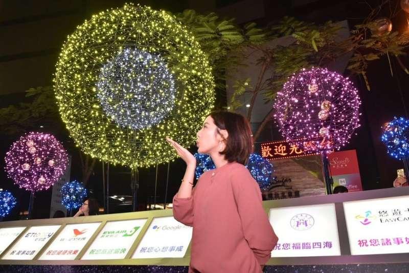 「學姊」黃瀞瑩最近有關統獨是假議題的發言,引發熱議。(取自台北市政府網站)