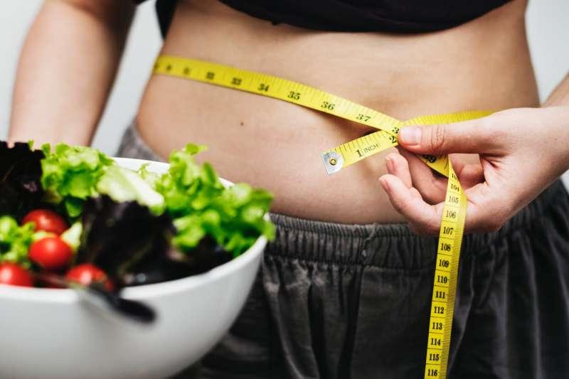 一位16歲少年因為過瘦而缺乏脂肪堆積,導致原本撐開主動脈與上腸繫膜動脈之間夾角處的脂肪消失或過少。(圖片取自Pixels)