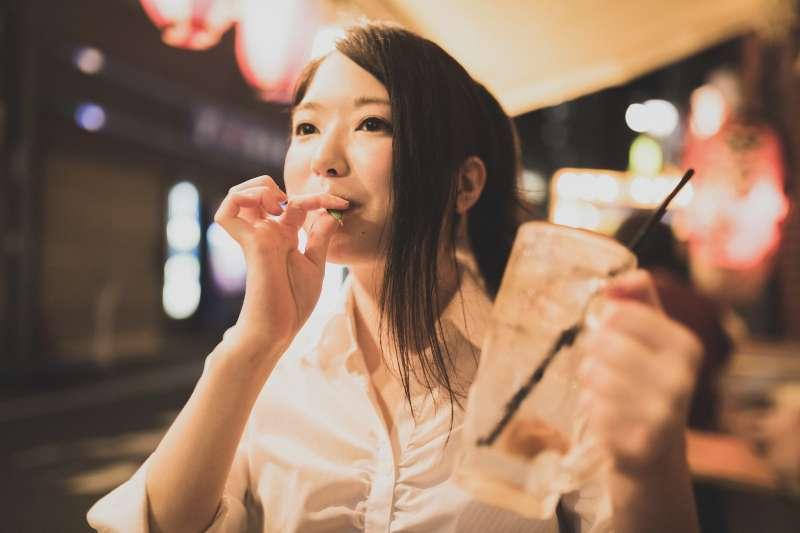 吃宵夜真的容易得胃癌嗎?(示意圖/pakutaso)