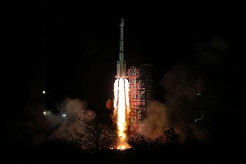 2018年3月30日,中國在西昌衛星發射中心用長征三號乙運載火箭(及遠征一號上面級),以「一箭雙星」方式成功發射第三十、三十一顆北斗導航衛星。(新華社)