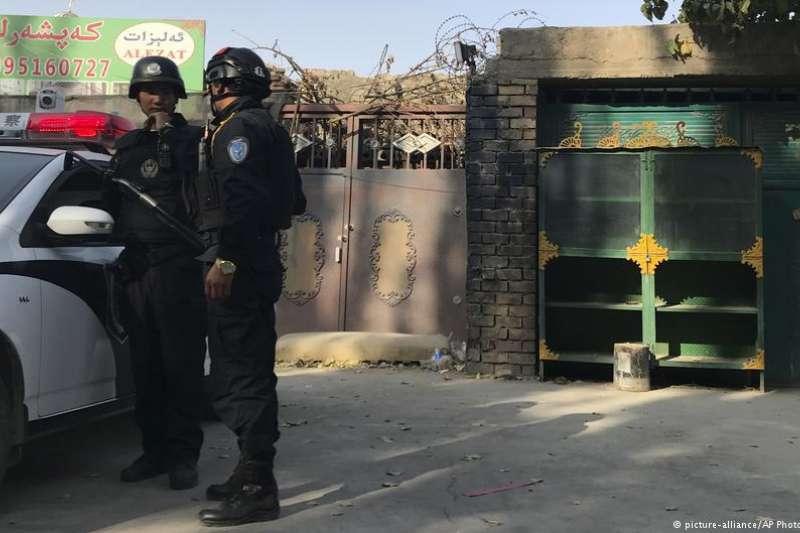 中國近期開始針對新疆爭議性十足的再教育營進行「推廣」。 自從去年12月以來,中國已開放三團外交官參訪新疆的「職訓中心」。 然而,人權團體卻將這些職訓中心視為再教育營。(德國之聲)