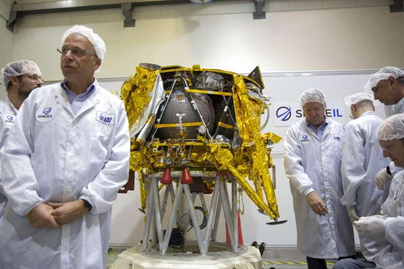 以色列非營利機構SpaceIL 的登月探測器「創世紀號」,22日晚間乘著美國太空探索科技公司SpaceX的「獵鷹9號」升空。(AP)