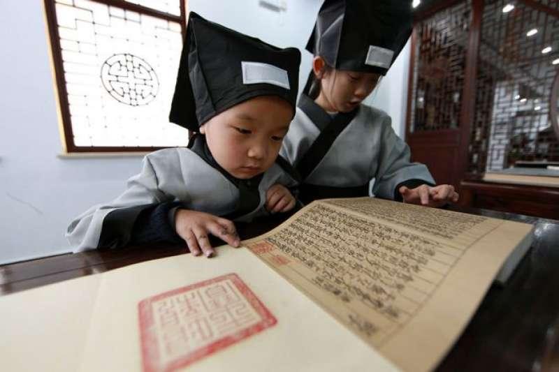 與相對固定的漢字不同,漢語從古至今發音變化很大。(BBC中文網)