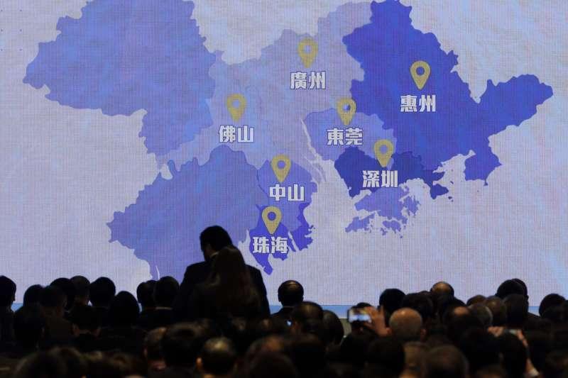 2019年2月,中國國務院發佈《粵港澳大灣區發展規劃綱要》,作者認為,肯定會削弱香港在一國兩制下的自治和自行規畫政策的空間。(資料照,AP)