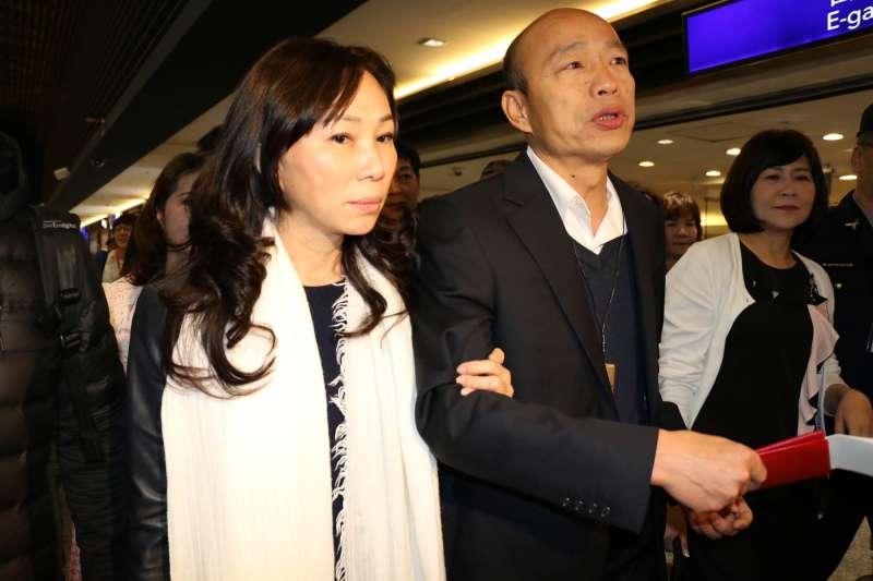 高雄市長韓國瑜妻子李佳芬(左)名下在雲林縣古坑鄉田心段農地遭質疑超建違建,媒體報導後,已委請拆除公司拆除。(資料照,高雄市政府提供)