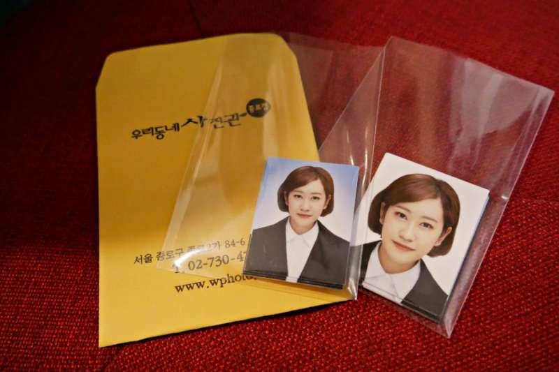 許多台灣人到韓國,一定要做的事就是拍證件照!來看看韓國的照相館到底有多用心。(圖/KKDAY提供)