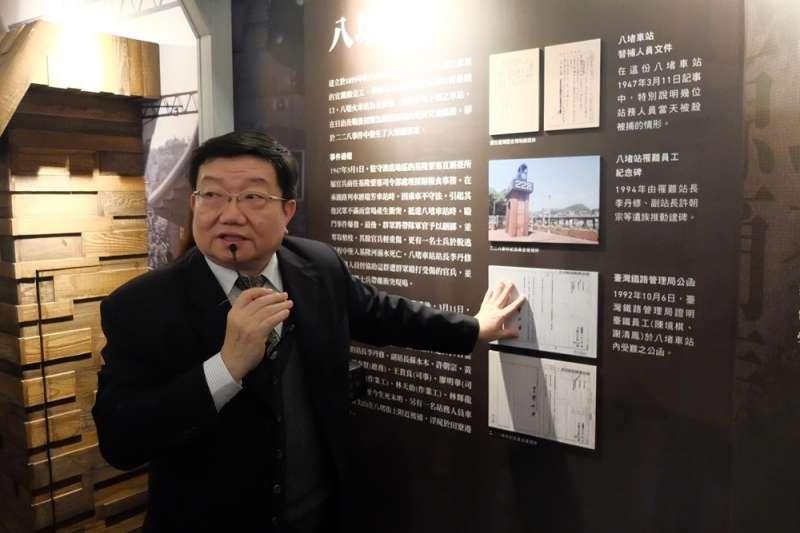 20190224-二二八基金會副執行長柳照遠導覽二二八國家紀念館「悲情車站」特展(謝孟穎攝)