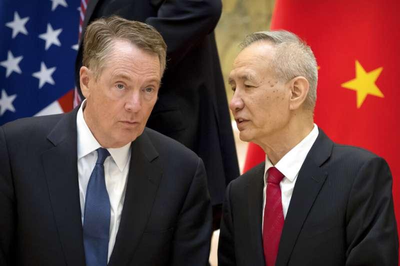 中國國務院副總理劉鶴與美國貿易代表萊特海澤。(美聯社)
