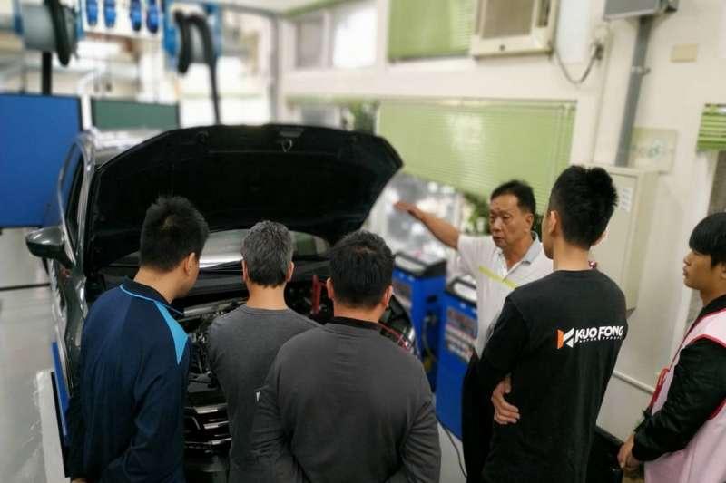 修平科技大學汽車組學生現場實務訓練。(圖/修平科技大學提供)