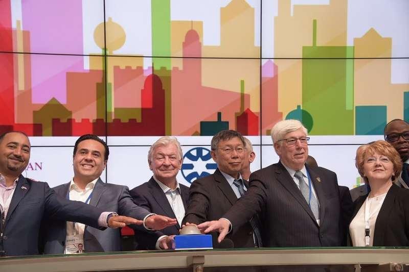 台北市長柯文哲(右三)出訪以色列,26日參訪台拉維夫證交所。(台北市政府提供)