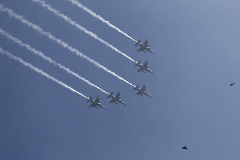 政府下令空軍派出4架幻象戰機,在4日奧運選手搭乘的華航CI-101班機進入我國防空識別區後,一路伴飛回到桃園機場。示意圖。(資料照,美聯社)