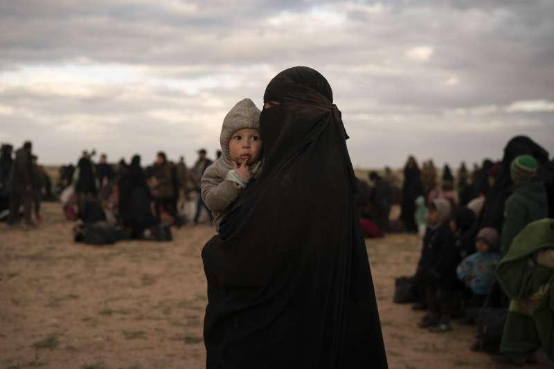 伊斯蘭國潰散後,聖戰母親與子女無法回家(AP)