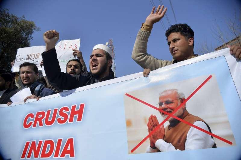 2019年2月27日,巴基斯坦民眾抗議印度的空襲行動。(AP)