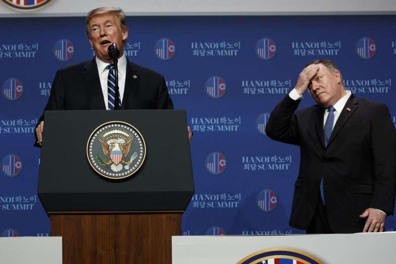 2019年2月28日,越南首都河內,第二次川金會破局後,川普與國務卿龐畢歐(右)召開記者會(AP)
