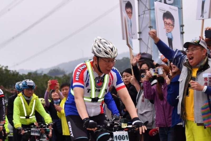 台北市長柯文哲28日上午從北市關渡宮出發,騎自行車進行一日雙城活動。(台北市政府提供)