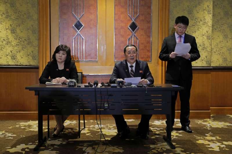 北韓外長李勇浩3月1日凌晨在河內緊急召開記者會,說明這次川金會破局的真正原因。(美聯社)