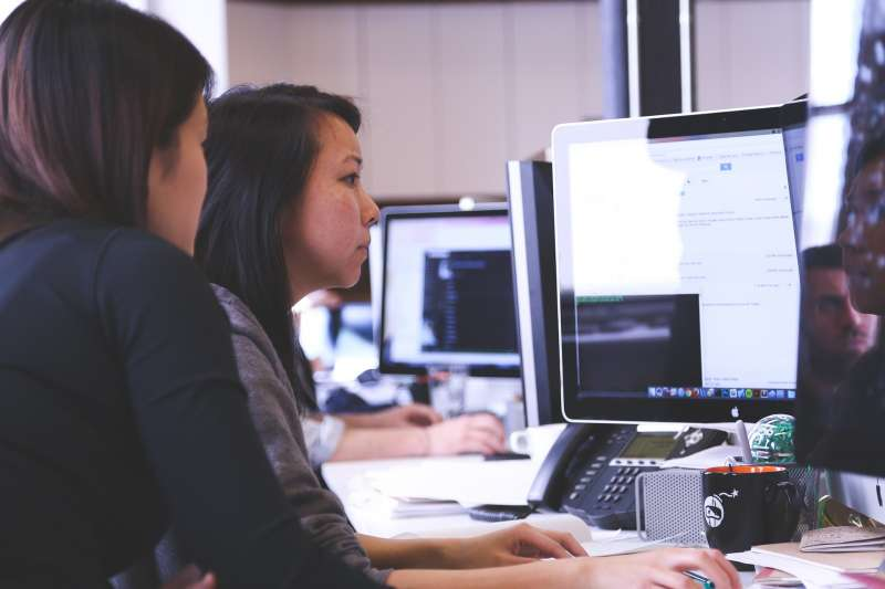 女性、職場、性別平等、同工不同酬。(Free-Photos@Pixabay)