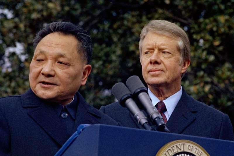 1979年1月29日,國總統卡特和中國國務院副總理鄧小平在華盛頓白宮會面。(AP)
