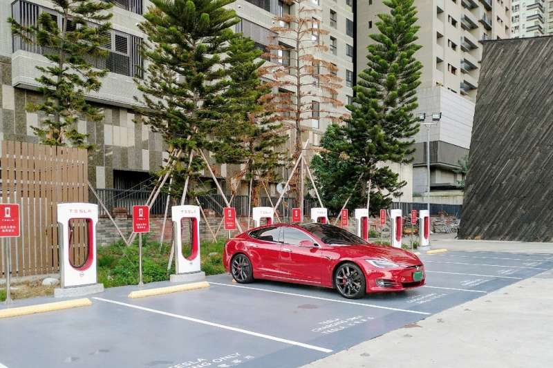 在電動車的世界,充電停車跟一般停車不應混為一談,應結合適當的充電分級來界定。(圖/綠學院提供)