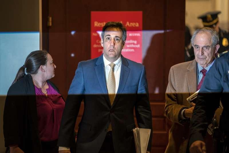 美國總統川普前私人律師柯恩出席聯邦眾議院監督與改革委員會的聽證會。(AP)