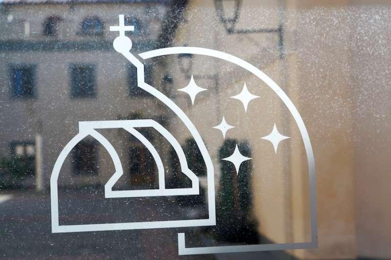 梵蒂岡天文台的標誌。(曾廣儀攝)