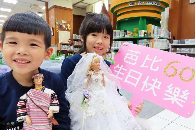 只要是3月9日的壽星,就可以參加「芭比的生日party」閱讀慶生會,當天還有芭比娃交換、「娃娃心事」故事活動、「娃衣職人」真人圖書分享、以及娃娃衣裳DIY手作等一系列活動。(圖/新北市立圖書館提供)