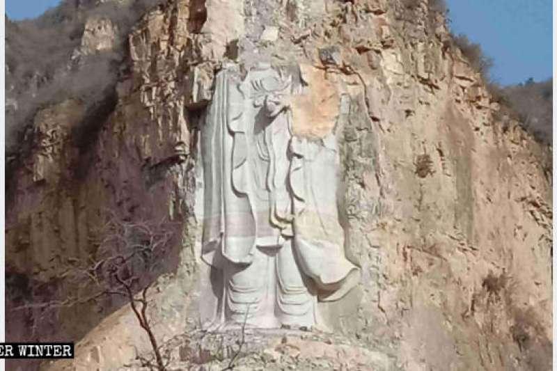 中國政府炸毀的摩崖石刻立式觀音像。