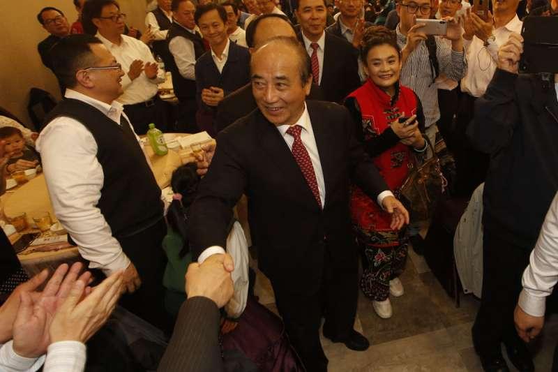 王金平(中)挾數十年經營的雄厚政商實力,一搏大位。(郭晉瑋攝)