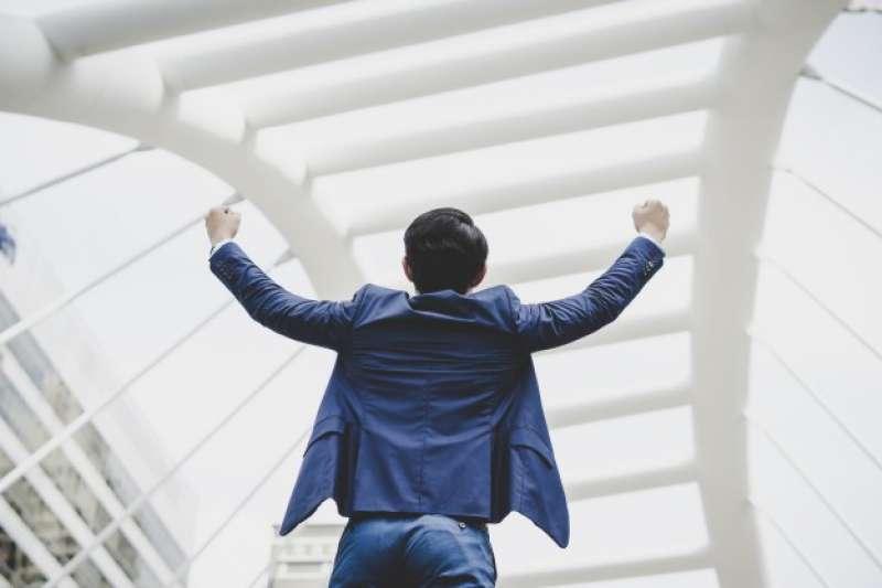 投資自己是一條永無止盡的路,提升職場競爭力、增進自身的「不可取代性」非常重要。(圖/Freepik提供)